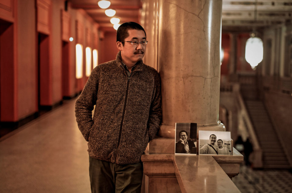 Portrait de Chen Kun, activiste et dissident chinois pour Le Monde