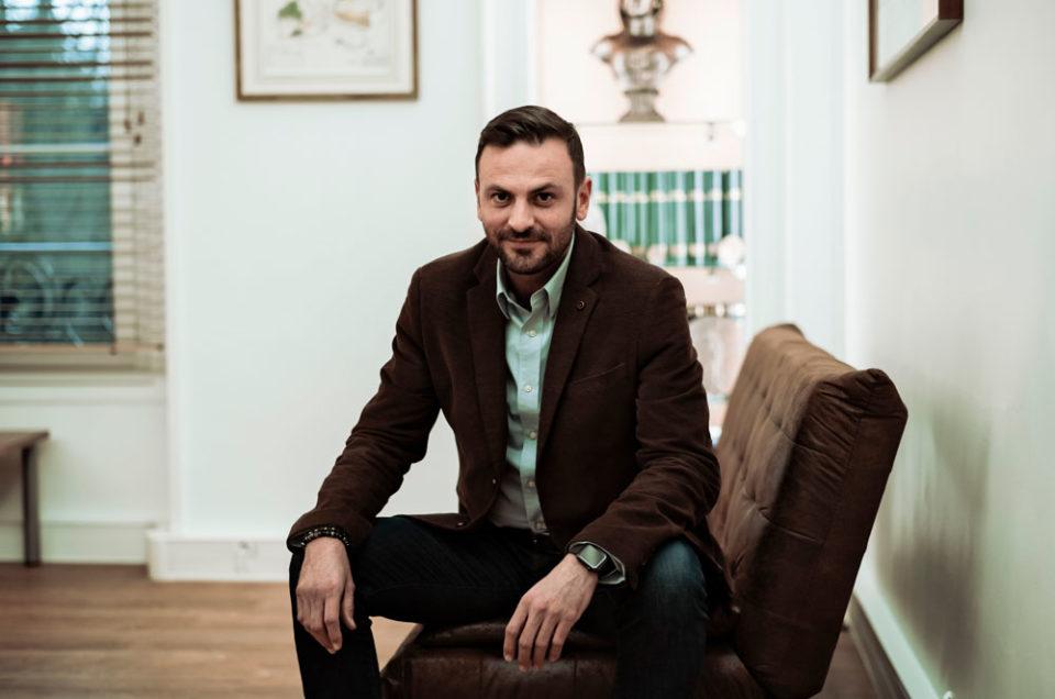 Portrait de Romain Colas, Maire de Boussy Saint Antoine pour Le Monde